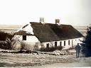 Oldefar Gregers Mogensen ved huset i Pederstrup fra fÃr 1922