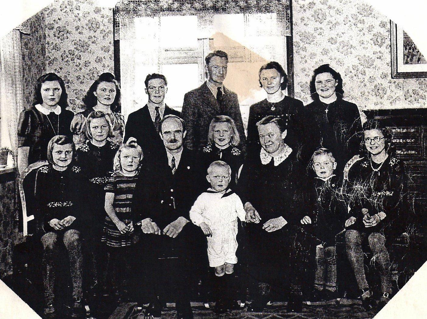 Peder Leth med familie. 14 børn